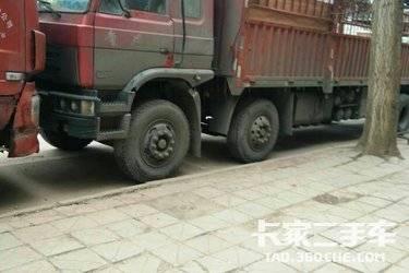 二手载货车 东风专底 240马力图片